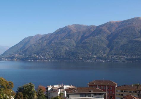 100.28 Gelegenheit 2-Familienhaus / Ferienhaus an schöner Seesichtlage mit Garten
