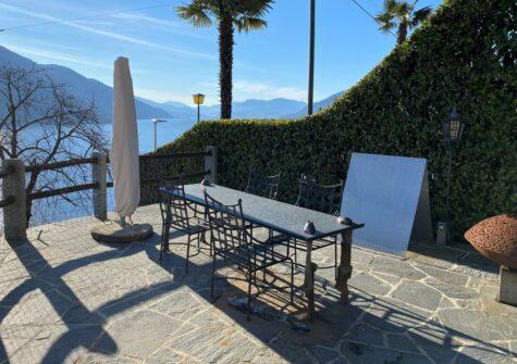 100.36 Villa mit Charme und Aussenpool an einmaliger  Panorama-Seesichtlage